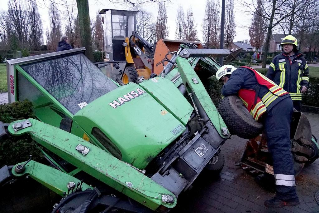 Bagger Unfall Auf Friedhof Feuerwehr Gescher