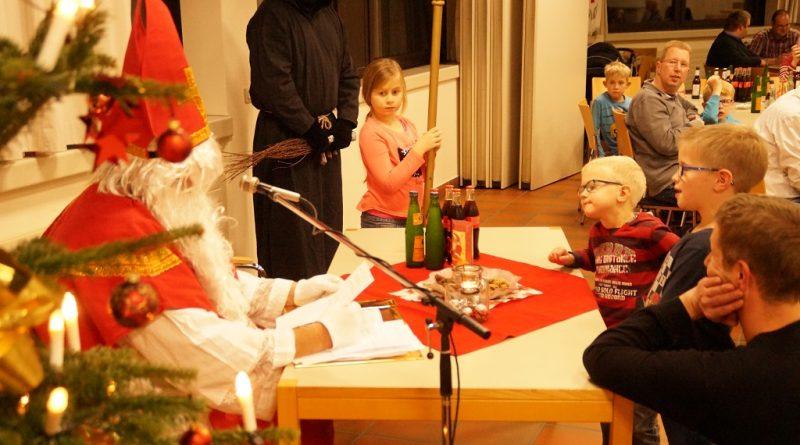 03.12.2017: Heiliger Nikolaus zu Besuch bei der Feuerwehr