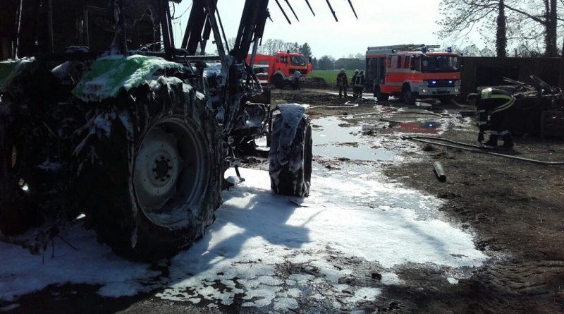 10.04.2018: Treckerbrand bedroht Scheune