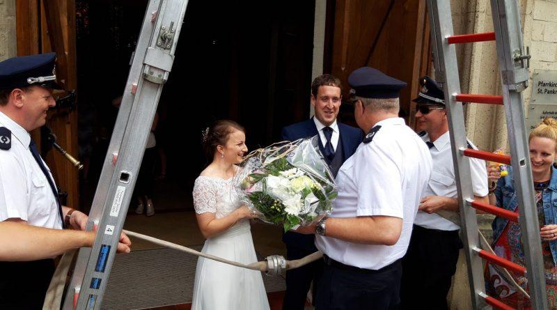 01.06.2018 – Spalier zur Hochzeit