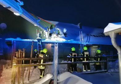 08.02.2021: weiteres Dach von Schneelast befreit