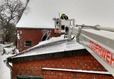 08.02.2021: Dach vom Schnee befreit