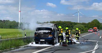 29.05.2021: Kleintransporter brannte auf  A31