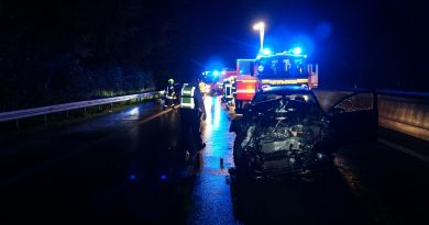 20.10.2021: Verkehrsunfall mit 3 PKWs